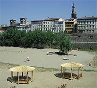 The new Florence beach on the Arno river
